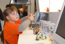 На Московском международном салоне образования компания LEGO Education представила робототехнические комплекты заданий по изучению физики, разработанные для платформы LEGO MINDSTORMS Education EV3.